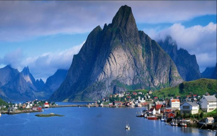 les-iles-lofoten-en-norvege-0_940x705