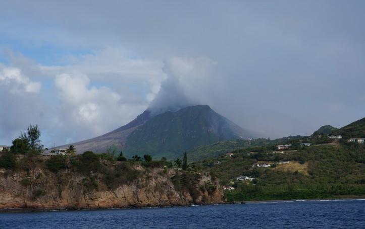 La fumée du volcan de Montserrat